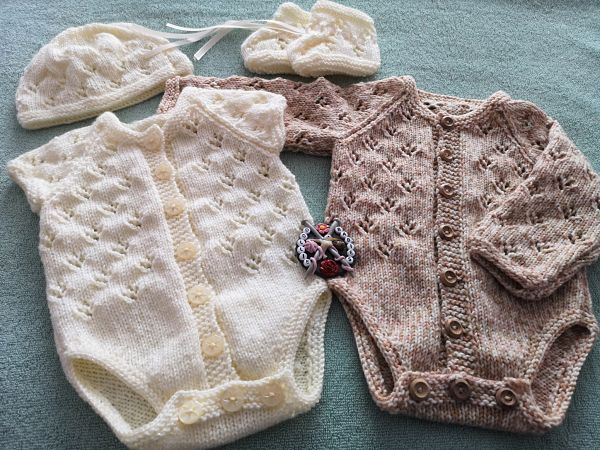 Baby Knitting Pattern 80 long or short sleeve lacy bodysuit/onesie/romper