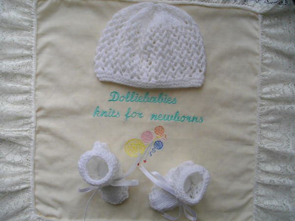 knitting pattern 040 unisex lacy hat and bootee set